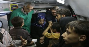locals-families-leave-evacuation-aleppo-eastern-neighborhoods-humanitarian-pause-4