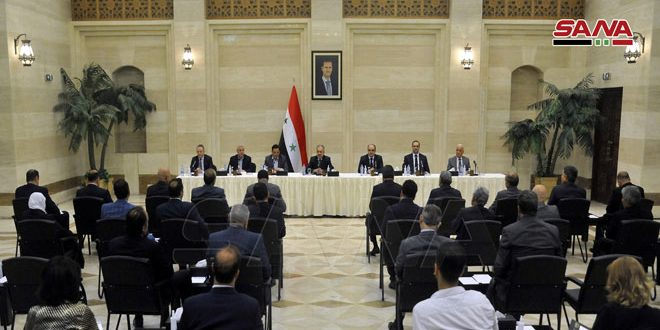 Prime Minister discusses with Chambers of commerce and industry means of decreasing prices