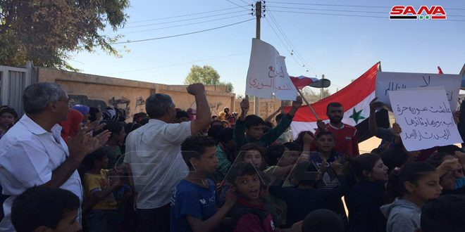 National stand for the locals of Qubbet Zaki in the southern countryside of Qamishli in condemnation of the US and Turkish occupations