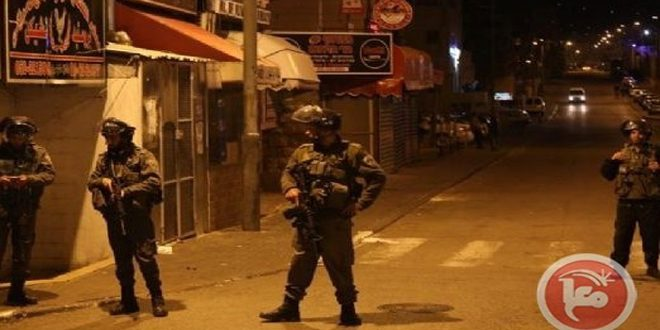 Occupation troops arrest sixteen Palestinians in the West Bank