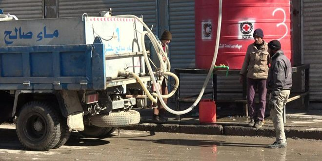 Tankers distribute water in Hasaka City till water pumping from Alouk station completed