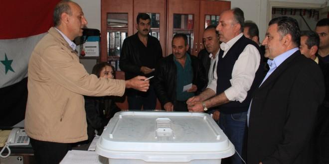 sirios afluyen a los centros de votacion 7
