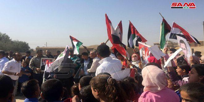 Protestan estudiantes y educadores contra cierre de escuelas por la milicia separatista FDS