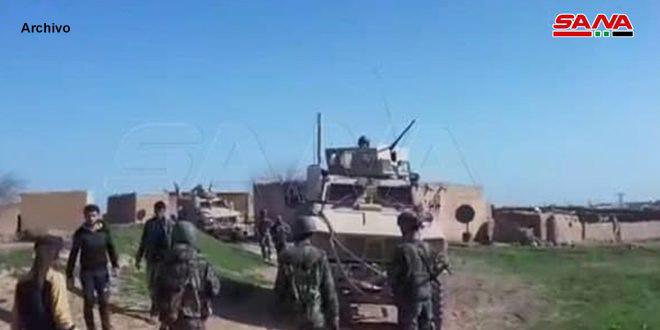 Soldados sirios impiden el paso de un convoy de las fuerzas de ocupación de EEUU en Hasakeh