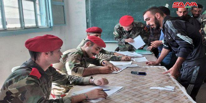 آغاز روند رسیدگی به وضعیت شماری از افراد مسلح و تحت تعقیب و تحویل سلاح به ارتش عربی سوریه در تعدادی از روستاها و شهرک های حومه درعا