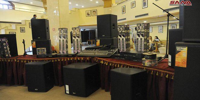L'ambassade de Chine à Damas offre des équipements audio à la Maison d'al-Assad de la culture et des arts