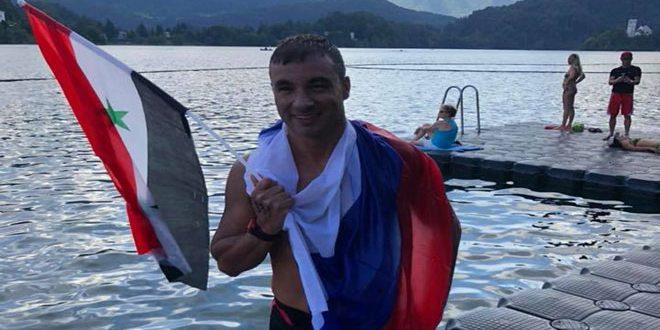 Le nageur mondial Firas Mualla obtient la médaille d'or au Championnat d'Europe de longue distance