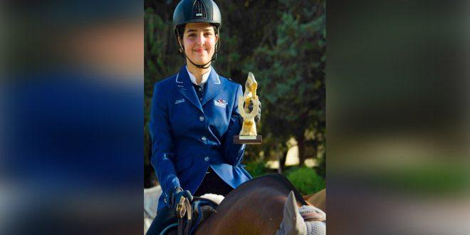 La cavalière Cham al-Assad remporte le Championnat de la République de saut d'obstacles