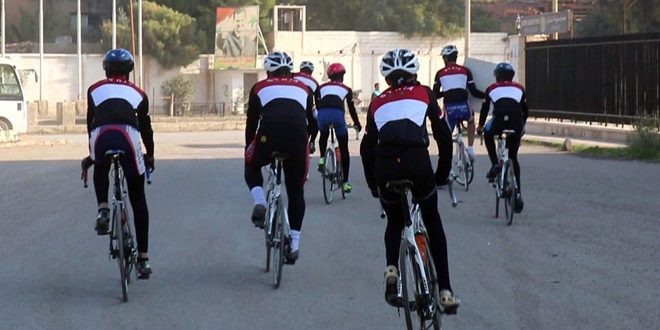 Lancement d'un défilé de vélos de Deir Ezzor à Qerdaha