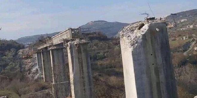 Les mercenaires du régime turc démantèlent et volent le pont de chemins de fer de Bdama dans la banlieue d'Idleb