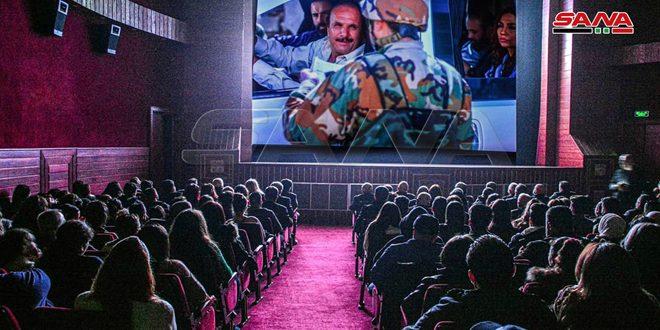 Afflux remarquable à la première projection publique du long-métrage «Jusqu'à la fin de la vie» à Lattaquié