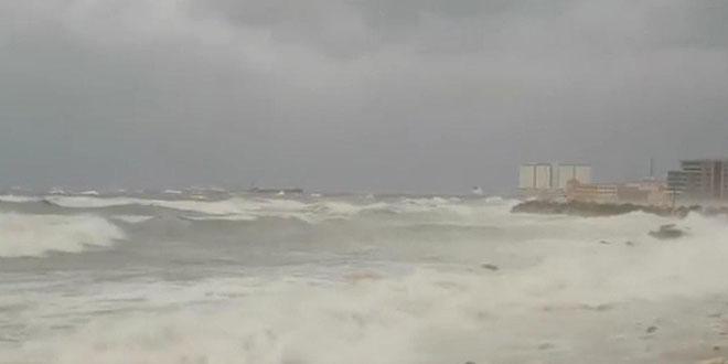 На сирийском побережье бушует шторм