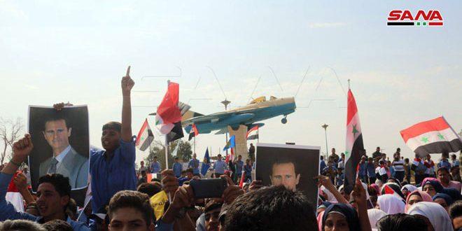 Жители Дейр-эз-Зора провели массовый митинг, приветствуя победы Сирийской Арабской армии