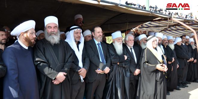 По поручению президента Аль-Асада министр Аззам выразил соболезнования родным покойного шейха Ракана Аль-Атраша в Сувейде