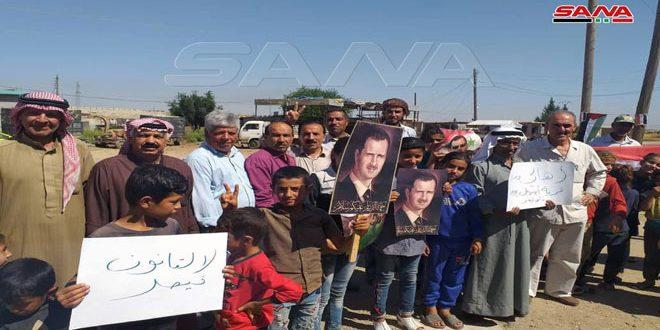 Жители окрестностей Эль-Камышлы провели митинг протеста против оккупантов и «закона Цезаря»