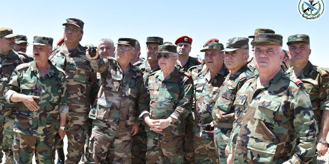 Defense Minister visits army units in southern region on Eid al-Adha