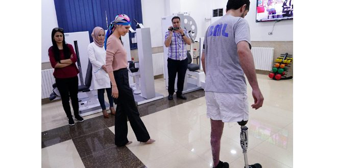 Mrs. Asma al-Assad visits Hama prosthetic limbs center