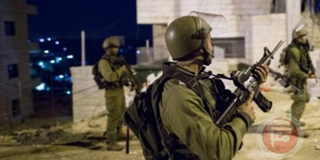 Israeli occupation forces arrest 25 Palestinians in the West Bank