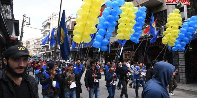 """Mi amor más grande es Siria"""", una marcha carnavalesca juvenil desde la Plaza Abasiyyín hasta Bab Tuma"""