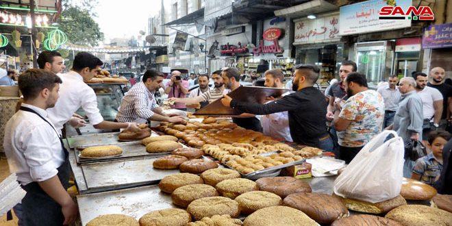 Ambiente de Ramadán en el famoso zoco de Al-Midan, en Damasco
