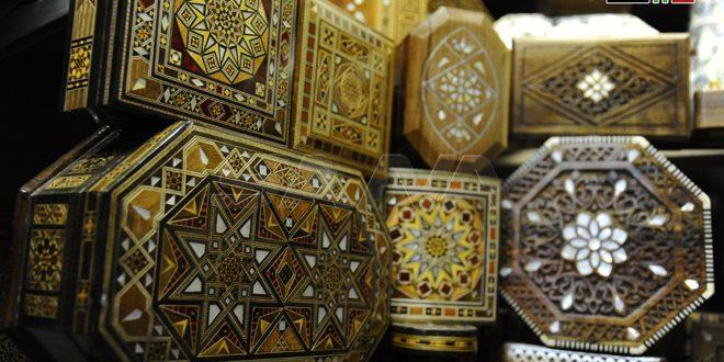 Las cajas de mosaico.. belleza de la artesanía de Damasco