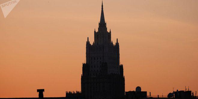 Cancillería rusa: la presencia militar extranjera ilegal en Siria amenaza la paz en la región