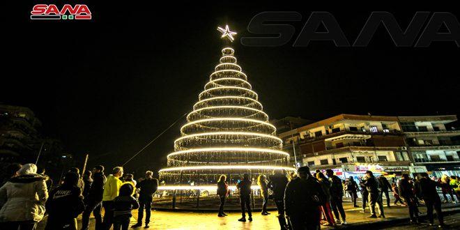 Fotos: Encienden las luces de la Navidad en la Plaza Abasyeen de Damasco
