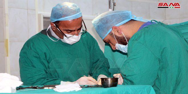 Médicos de Deraa participan en campaña de apoyar la moneda nacional y realizan 80 cirugías