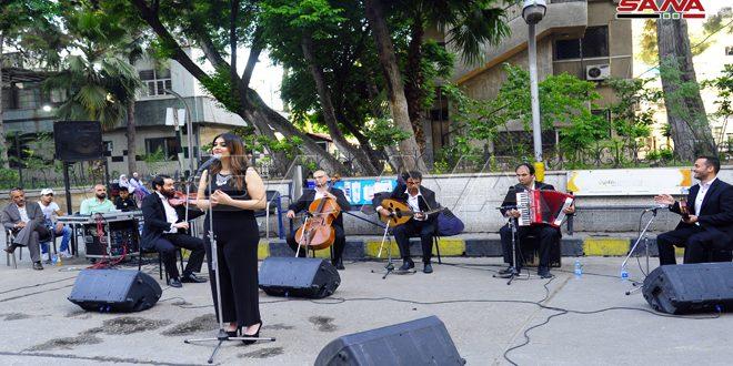Acto musical en homenaje al personal médico en el Hospital de Damasco