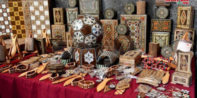 Feria de artesanías y vestimenta tradicional en Khan Assad Basha