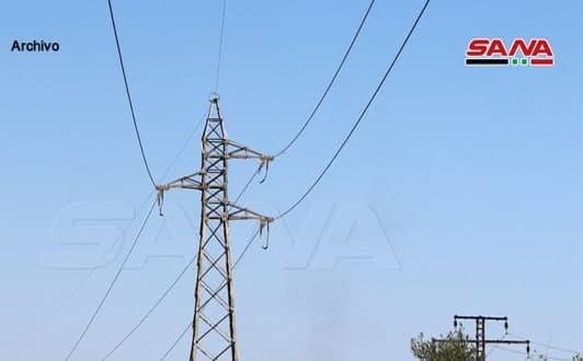 Mercenarios proturcos roban las torres de alta tensión en Abu Rasin, Hasakeh