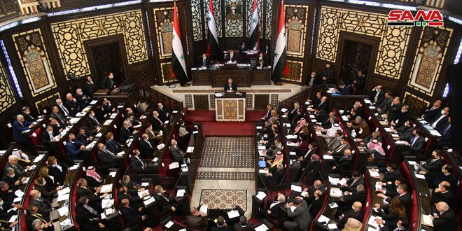 La Asamblea del Pueblosesiona en presencia del jefe del ejecutivo