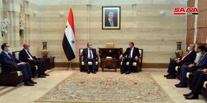 Mejorar transporte terrestre e intercambio comercial entre Siria e Irak, afirma primer ministro sirio