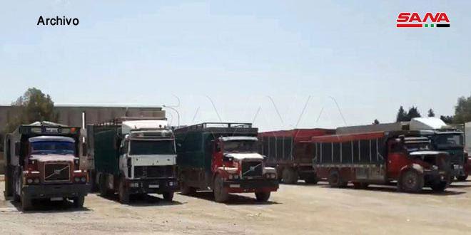 Ocupante estadounidense saqueó 32 camiones de trigo sirio