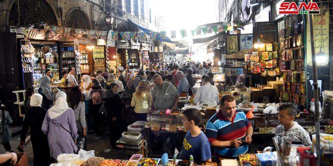 Mercado de especias (zoco Bzuriyah) en vísperas del aniversario del Natalicio del Profeta