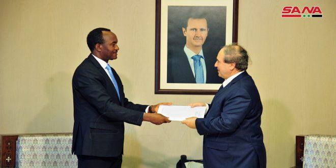 Al-Mekdad recibe credenciales del Coordinador de proyectos de la ONUDI en Siria