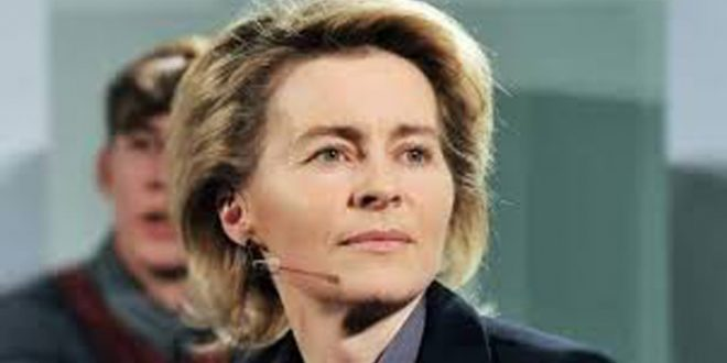 وزیر دفاع آلمان استعفا داد