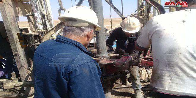 توسط کارشناسان بومی شرکت نفت سوریه چند چاه نفتی واقع در کویر پالمیرا نوسازی می شوند