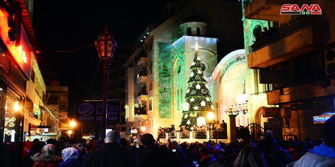 روشن شدن درخت کریسمس در لاذقیه