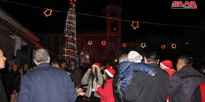 روشن شدن چراغ  درخت کریسمس در شهر ازرع در درعا