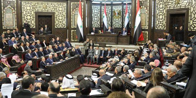 نخست وزیر سوریه با حضور در پارلمان: همه نهادهای دولتی برای رفع رنج شهروندان تلاش می کنند