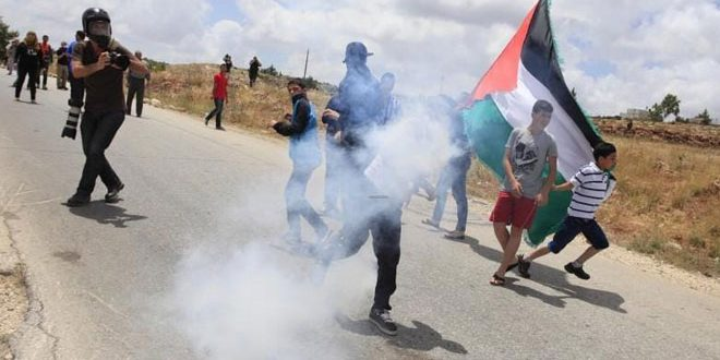 """کرانه غربی: سرکوب تظاهرات هفتگی علیه """"معامله قرن"""".. جراحت ده ها نفر فلسطینی"""