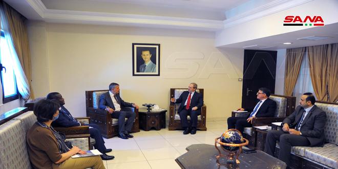 فیصل المقداد در دیدار با کمیسر کل آژانس اونروا: سوریه آماده است تمام تسهیلات ها و حمایت های لازم از اونروا برای انجام وظایف خود ارائه کند