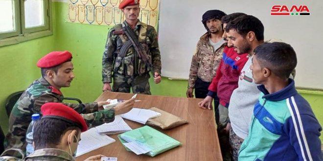 انجام روند رسیدگی به وضعیت شماری از افراد مسلح و تحت تعقیب در ازرع و الشیخ مسکین در ریف شمالی درعا