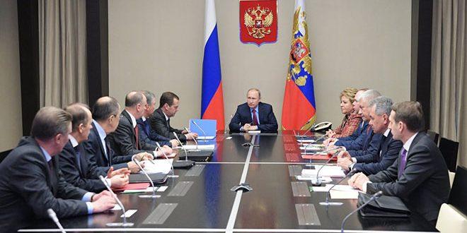 Poutine examine avec le Conseil de sécurité russe les préparatifs de la conférence du dialogue national syrien à Sotchi