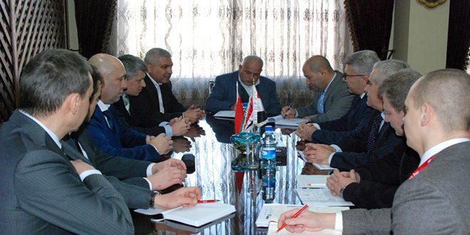 Le ministère de l'Industrie aborde avec une société biélorusse l'établissement d'une usine d'assemblage de camions en Syrie