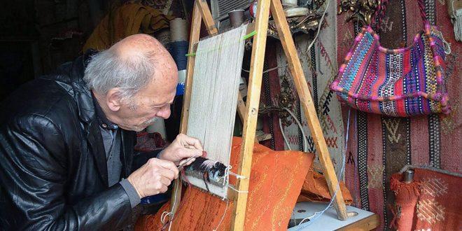 La fabrication de tapis arabes est un artisanat hérité des ancêtres