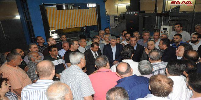 Khamis fait une tournée dans les zones industrielles à Qaboune, Zablatani et Qadam