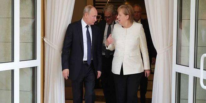 Peskov: Poutine et Merkel insistent dans leur sommet sur le retour des déplacés syriens