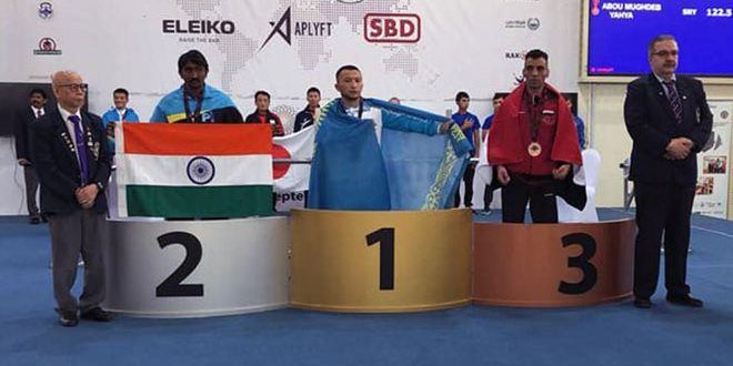 Abou Maghdab gagne la médaille de bronze au championnat d'Asie du développé-couché